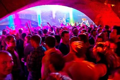Party Outfit + Party Checkliste für Deine unvergessliche Party-Nacht