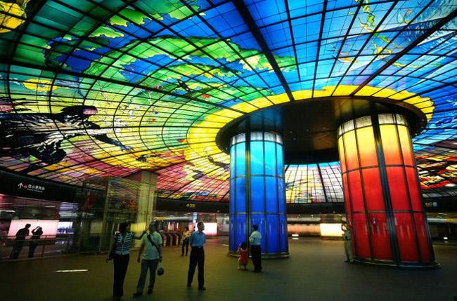 Schönste U-Bahn Station der Welt – Kunst & Design