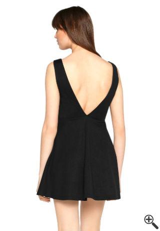 Schwarzes Kleid mit V-Ausschnitt Rückenfrei Outfit fürs erste Date