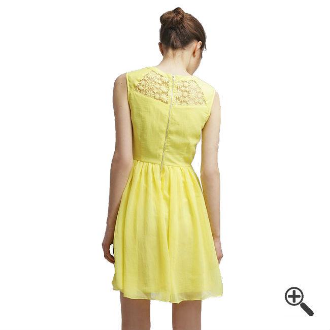 Gelbes Kleid kurzkombinieren