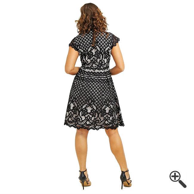Festliche Kleider Grosse 50 3 Outfits Die Schlanker Machen Fur Viola Kleider Gunstig Online Bestellen Kaufen Outfit Tipps
